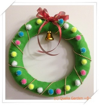 ChristmasWreath_Wall.JPG